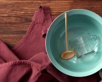 Kuchenni przyrząda i fartuch obraz stock