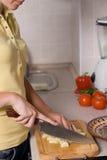 kuchenni sałatkowi przecinania kobiety potomstwa Zdjęcia Royalty Free