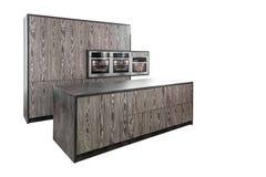 Kuchenny meble zrobi w nowożytnym projekcie pojedynczy białe tło obrazy stock