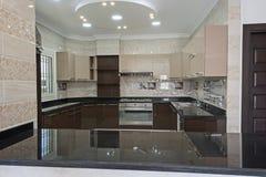 Kuchenny teren w luksusowym mieszkaniu Obraz Royalty Free