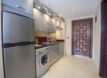 Kuchenny wewnętrzny projekt luksusowy mieszkanie Obrazy Stock