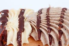 Kuchenstücke Schokoladen- und Vanillefüllung Lizenzfreie Stockfotografie