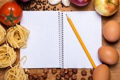 Kuchnia Kulinarna książka i jedzenie Zdjęcia Royalty Free