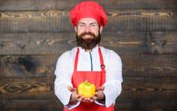 Kuchnia kulinarna vite Dieting żywność organiczna brodaty szczęśliwy mężczyzna szefa kuchni przepis Zdrowy karmowy kucharstwo Doj obraz royalty free