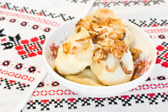 kuchnia smażący cebulkowy ukraiński vareniki Fotografia Stock