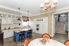Kuchnia w wspaniałym domu Zdjęcia Royalty Free