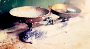 Kuchnia waży na rocznik kuchni Obrazy Royalty Free