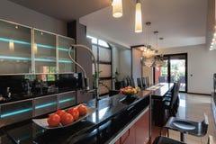 Kuchnia z baru kontuarem Obraz Stock