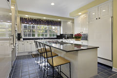 Kuchnia z granitu kontuarem Fotografia Stock