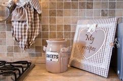 Kuchnia z starym książki kucharska i ciastka pudełkiem Obraz Royalty Free