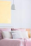 Kuddar på säng Royaltyfria Foton