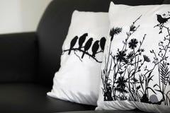 Kuddar på soffan Royaltyfria Bilder