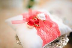 kudden för bakgrundsballongdeltagaren ringer bröllop Royaltyfri Foto
