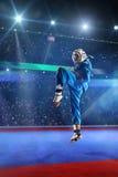 Kudo-Kämpfer arbeitet auf der großartigen Arena aus stockbild
