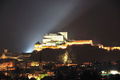 Kufstein fästning i natt Royaltyfri Foto