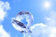 Kugel auf cristal Hand. Stockbilder