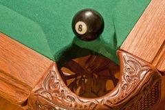 Kugel der Billiard-8, Rand der Tasche Lizenzfreies Stockbild