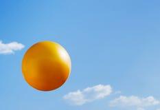 Kugel der goldenen Farbe Stockfotografie