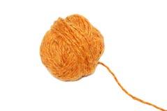 Kugel des orange Garns Stockfotografie