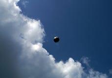 Kugel im Himmel Stockbild