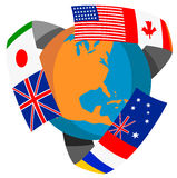 Kugel mit Markierungsfahnen der Welt Lizenzfreie Stockfotos