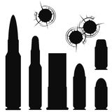 Kugel, Patronenhülse und bullethole Stockfotografie