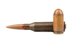 Kugel von der Pistole und von AK-47 Lizenzfreies Stockfoto