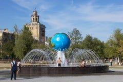 Kugelbrunnen Wolgagrad, Russland Stockfotos