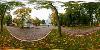 Kugelförmiges Panorama des Central Park in Kaliningrad (Konigsber lizenzfreie stockfotografie