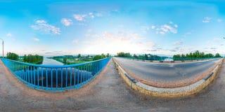 kugelförmiges Panorama des 360-Grad-Brückenflusses Stockfotografie
