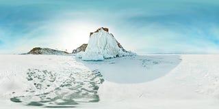 Kugelförmiges Panorama 360 180 Grad Kapmedizinmann auf der Insel von Olkhon, der Baikalsee Stockfotografie