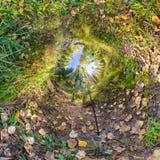 Kugelförmiges Panorama 360 Grad 180 Tourist mit einem Rucksack walki Stockbilder
