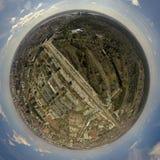 Kugelförmiges Panorama von 360 Graden an der Stadt stockbild