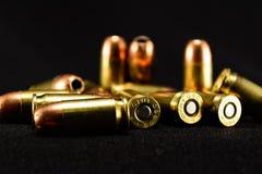 Kugeln auf schwarzem Hintergrund, Vordergrund des selektiven Fokus stockbilder