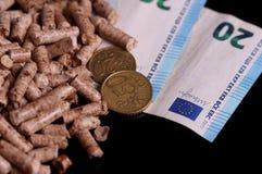 Kugeln und das Geld lizenzfreie stockfotos