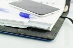Kugelschreiber auf Papier- und beweglichem Lizenzfreie Stockfotografie