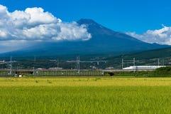 Kugelzug, Shinkansen-Reise unter dem Fujisan in Japan Stockbild