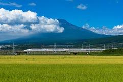 Kugelzug, Shinkansen-Reise unter Mt Fuji in Japan Lizenzfreie Stockfotografie