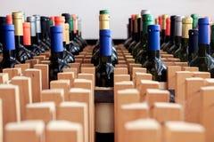 Kugge av flaskor av vin med den tomma etiketten royaltyfria bilder