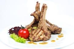 Kugge av kalvköttet med champinjonsås Arkivfoto