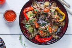 Kugge av lammet med potatisen tomat och peppar, turkihkokkonst arkivfoton