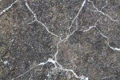 ? kugge i vaggaväggen Grå stenbakgrund Fotografering för Bildbyråer
