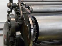 Kugghjul av den gamla maskinen i ett printinghus Arkivbilder