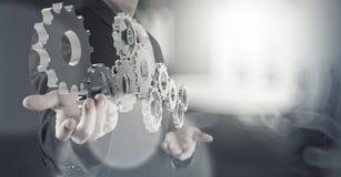 Kugghjul för affärsmanhandattraktioner till framgång Royaltyfria Bilder