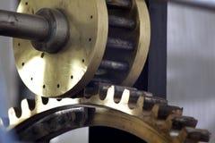 Kugghjul i klockan Arkivfoton