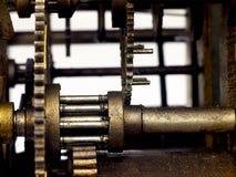 Kugghjul i mekanism av den gamla klockan Royaltyfria Foton
