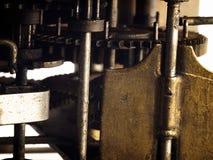 Kugghjul i mekanism av den gamla klockan Royaltyfri Foto