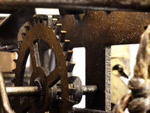Kugghjul i mekanism av den gamla klockan Royaltyfri Bild