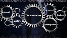 Kugghjul med nyckelordet, system för informationsledningutveckling, lösningar Affärsman som trycker på 'teknologi',
