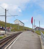 Kugghjuljärnvägsstation på överkanten av Mt Rigi Royaltyfri Bild